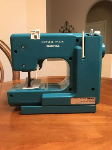 New Janome Portable Sewing 525B